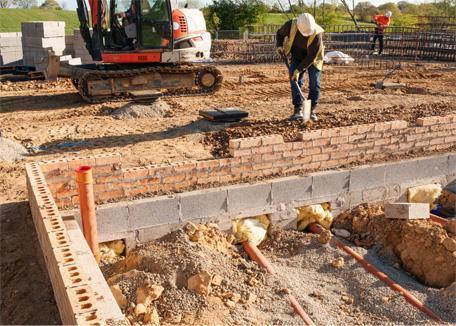 photo de mise en place de drainage extérieur lors de la construction d'une maison